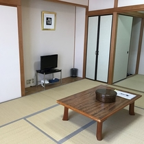 和室10畳のお部屋です★冷蔵庫・TV・洗面台あります♪
