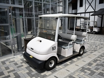 ◆高台のお部屋にはゴルフカートが活躍します