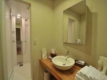 スイートのバスルーム