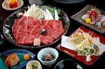 """茨城のブランド牛""""常陸牛""""を贅沢に使用した『常陸牛のすき焼き』をメインにしたメニュー例"""
