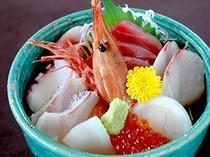 新鮮な海の幸がタップリの海鮮丼!(具の内容が変更になる場合があります。)