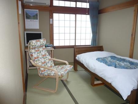 和室6畳(1名様利用)ベッド(布団を使用)