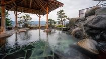 1階露天風呂「千年の湯」