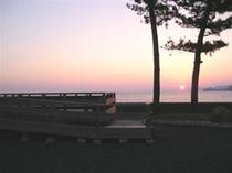 目戸小公園からの夕日(ペンションから1分)