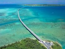 【伊良部大橋】透明度が高く、美しいコバルトブルーの海を見渡せます♪