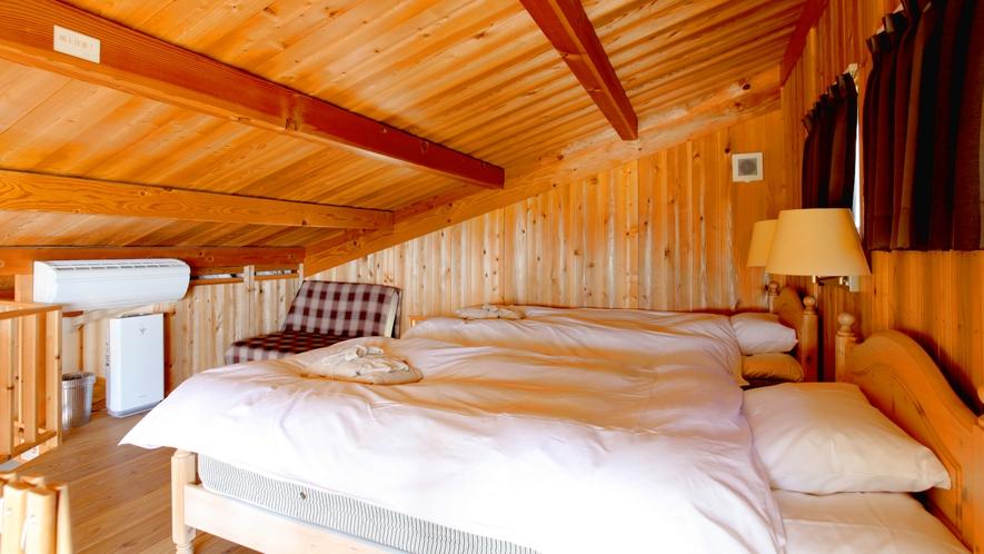 ・寝室 ツインベッド。ベッドから宍道湖や中国山地の山々が望めます。
