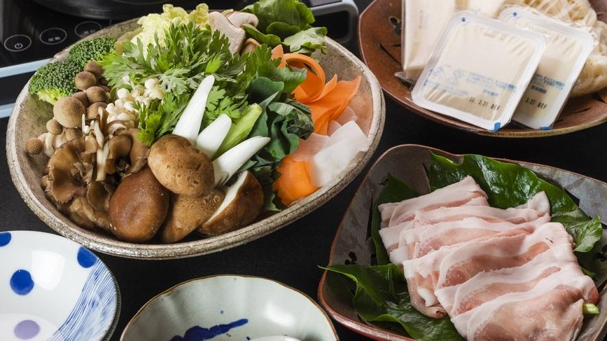 ・夕食+旬のお野菜と黒豚しゃぶしゃぶ鍋(写真2人前)+2800円(税込み)