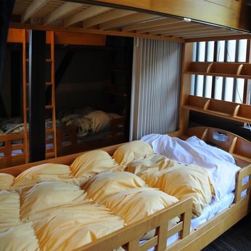 男女共同ドミトリーのベッド The bed in Mixed dormitory