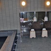 *大浴場の洗い場/シャンプーやリンスもございます。