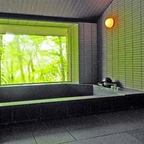 *蔵王・天然水の大浴場/大きな窓から景色もお愉しみ頂けます。