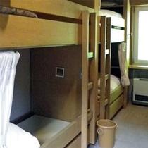 *スキーヤーズベッドルーム/2段ベッドのウッディな室内は定員8名まで可能。