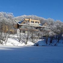 *外観(冬)/美しい雪景色に溶け込む。