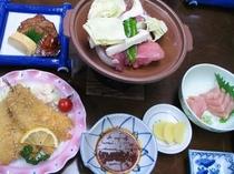 旬の食材を用いた日替わりの夕食の一例