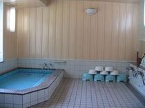 くつろぎの大浴場(明るく清潔なお風呂でゆっくりと・・。)
