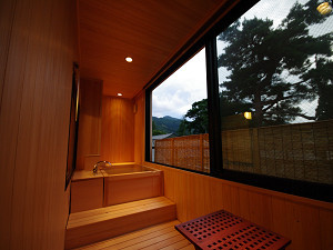 今心亭2階客室「桔梗」99平米露天風呂