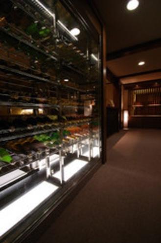 信州産ワインと玉村本店の日本酒にこだわったラウンジ【暖】ワインセラー