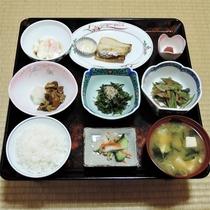 *朝食一例/特A評価を獲得している地元のお米や山菜など、体にやさしい和定食です。