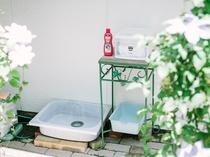 中庭にあるワンコの足洗い場
