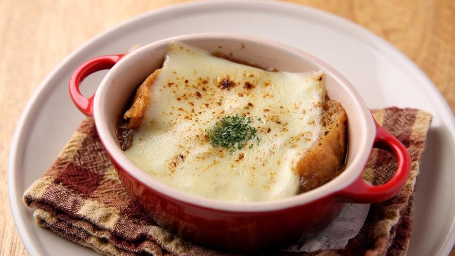 エローイズカフェの朝食 オニオングラタンスープ