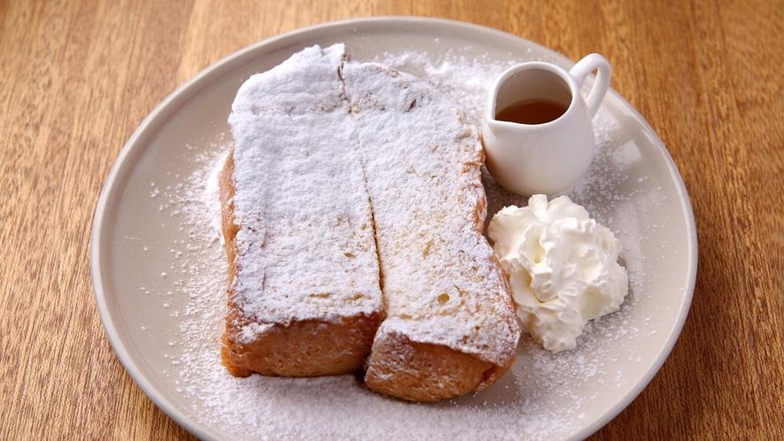 エローイズカフェの選べる朝食 ハニー&ホイップクリームフレンチトースト