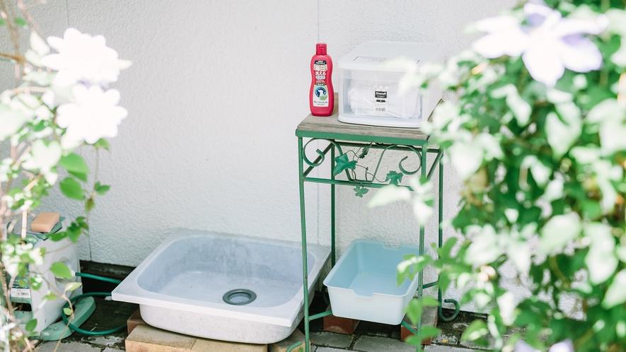 ワンコの足洗い場は中庭にあります♪