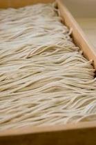 出来たての蕎麦ならでは美しさとほのかな香り。