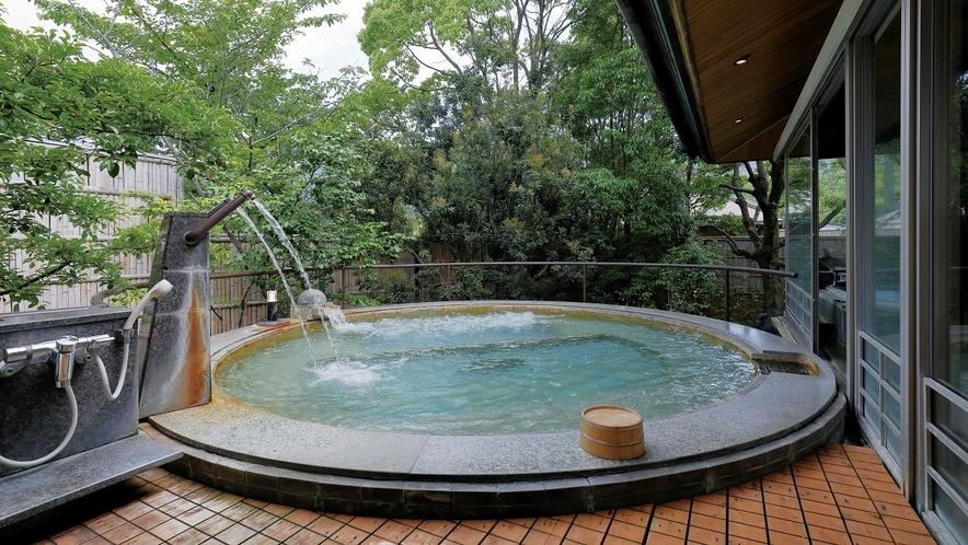 御殿湯「椿」の露天風呂