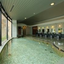 広々とした大浴場から見える 雪景色をお楽しみください!