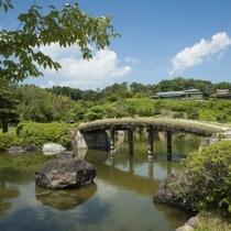 施設|季節を五感で楽しめる1万坪の園内は、雄大な眺望を借景に四季折々を彩ります。