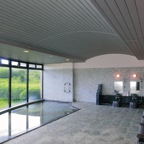 お風呂 広々と開放的な大浴場