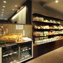 売店:当館オリジナル商品や新潟の逸品をそろえております。