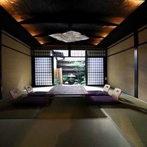 純和室の和室から京町家らしい和風庭園が望めます。