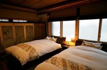 庵 筋屋町 2Fのベッドルーム。セミダブルサイズのベッドが2つあります。