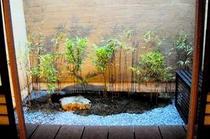 庵 石不動之町町家 ライトアップされたお庭です。夜になるとまた別の表情を見せます。
