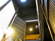 庵 石不動之町町家 1F台所から見える天窓です。高い天井で、開放感があります。