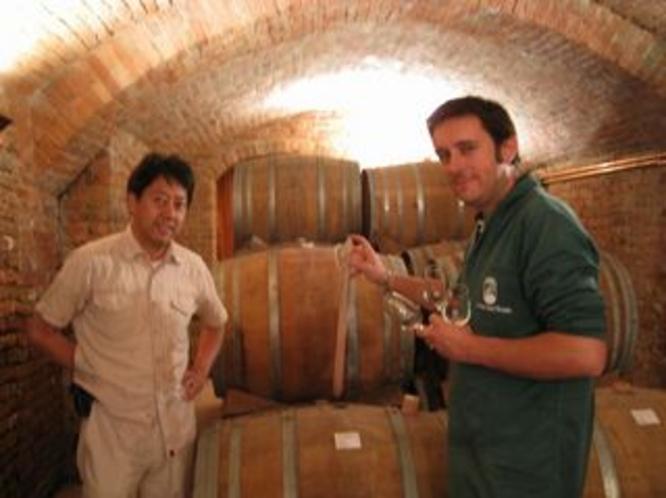 オリジナルワイン制作、イタリアに味を何度も確認に行きます。