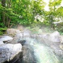 美肌の湯として評判の露天風呂