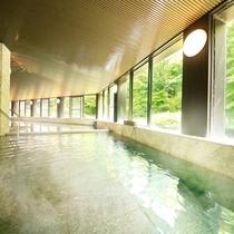 美肌の湯として評判の大浴場