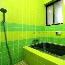 共用のお風呂は貸切でご利用いただいております。プライベートに温泉を!