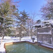 *冬の雪見露天風呂(男湯)