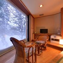 *冬の樹林棟和室(雪景色)