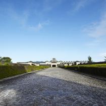 *外観/広大な敷地に佇む、石造りの当館。