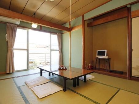 潮風かおる漁師町の和室6畳(バス・トイレ共同)