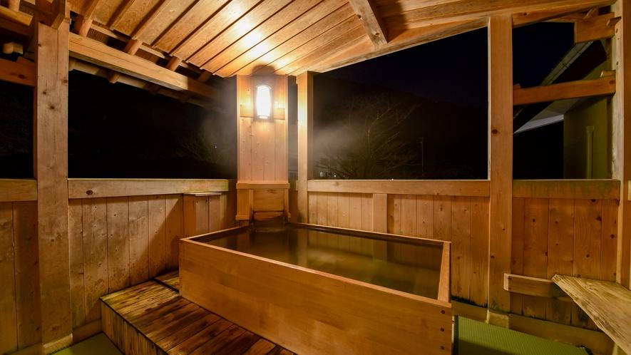 【*大浴場・露天風呂】男湯。室数が少ないですので、時間によっては温泉を独り占めできるかもしれません。