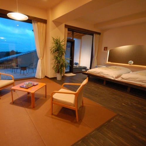【露天風呂付スイートルーム 302号室】広いテラスと露天風呂のついた特別なお部屋です。