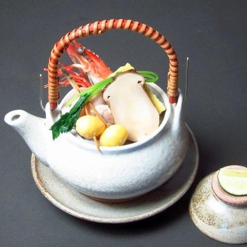 秋料理(sdx)・椀物変わり:土瓶蒸し(松茸、鶏肉、海老、銀杏など