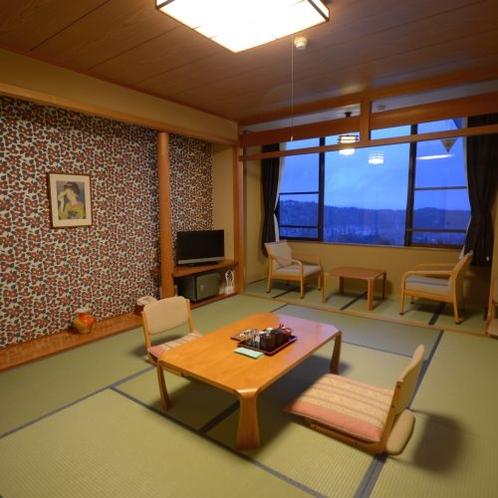 【和室】ゴロっと横になれる、温泉旅館の気分に浸れる和室も人気です。浴衣の貸し出しもございます。