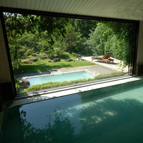 【大浴場】あだたら山の中腹から引湯している全国でも珍しい高濃度な酸性泉の温泉です。