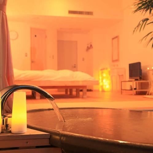 【露天風呂付スイートルーム 306号室】露天風呂(温泉ではありません)で、よりプライベートなひと時を