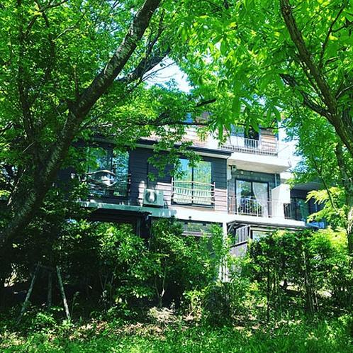 【姉妹館:空の庭プチホテル】全11室の森の中の隠れ家ホテル。露天風呂付のお部屋が人気です。